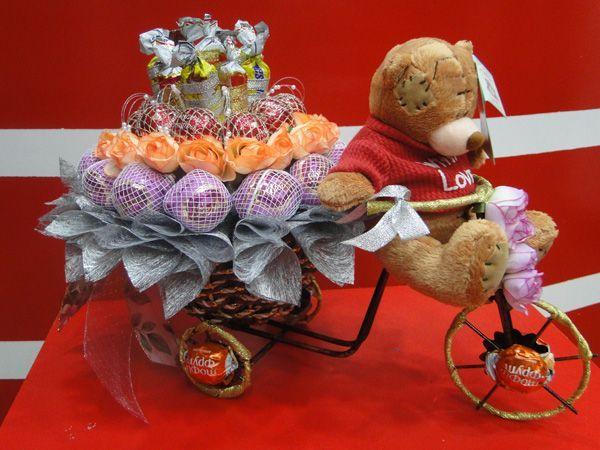 Подарки из конфет для девушки